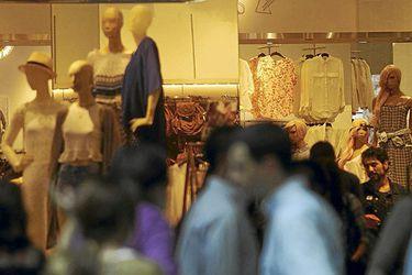 Efecto cuarentenas: confianza de consumidores anotó caída histórica en abril y volvió de golpe a niveles de mayo de 2020