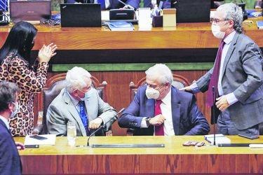 Exministro Mañalich sortea acusación constitucional en su contra ante división opositora