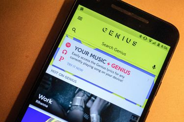 Genius escondió un código morse en las letras de canciones para probar que Google las estaría copiando