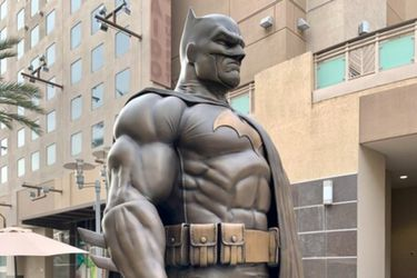 Una estatua de Batman fue instalada en California