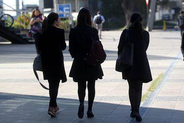 Estudio U. Andes: La mayoría de los encuestados cree que tener hijos no limita la carrera profesional de una mujer