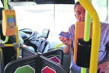 Descuento a tercera edad en buses del Transantiago será a través de tarjeta bip!