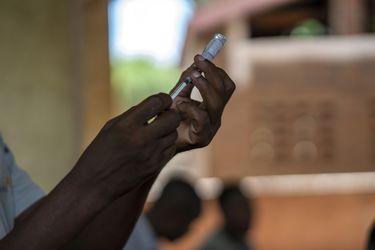 OMS aprueba la primera vacuna contra la malaria