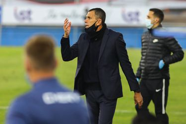 Gustavo Poyet, técnico de la UC, en el clásico ante Colo Colo.