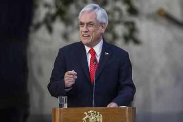 """""""He escuchado con atención el mensaje de la gente"""": Piñera anuncia bono de $500.000 a clase media y mandata a ministros para alcanzar """"en breve plazo"""" acuerdo en pensiones"""