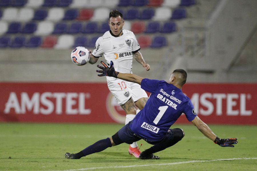 Eduardo Vargas anotó el tercer gol del Mineiro ante América de Cali, en la Copa Libertadores.