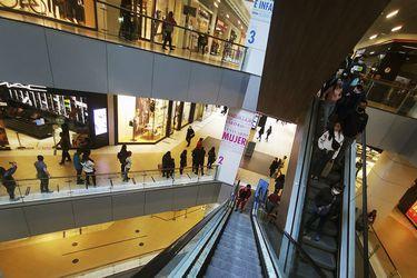 Confianza de los consumidores vuelve a niveles prepandemia, pero sigue muy por debajo respecto a un año atrás