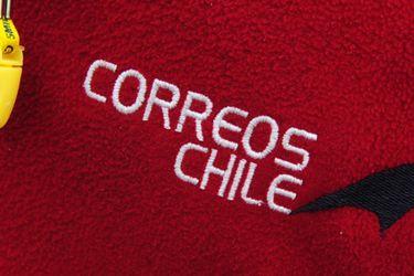 Trabajadores de Correos de Chile Protestan fuera del Congreso en Valparaiso