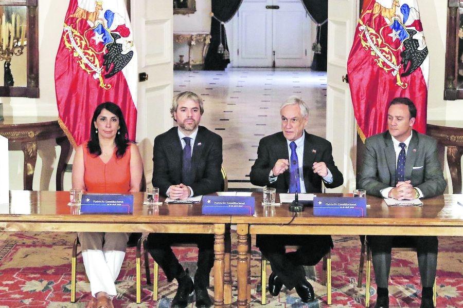 El presidente de la Republica firma decreto que convoca el plebiscito Constitucional