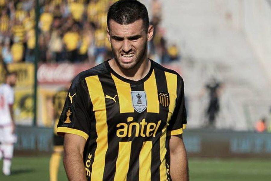 El defensa Fabricio Formiliano, de Peñarol, es pretendido por Colo Colo. El presidente del equipo uruguayo, Ignacio Ruglio, aseguró que no se irá al Cacique.