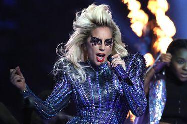 Fans de Lady Gaga crean reseñas falsas de Venom para apoyar A Star Is Born