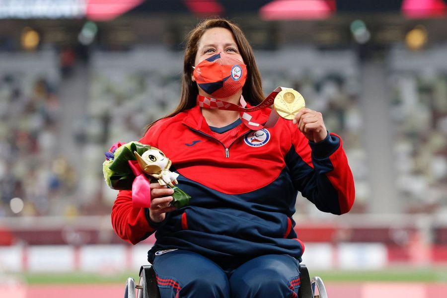 Francisca Mardones luce su medalla de oro
