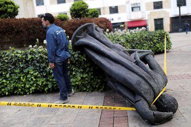 Indígenas derriban más estatuas de conquistadores en Colombia