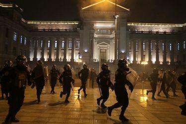 Bajas, retiros y una comisión: La reforma policial con la que Perú busca dejar atrás las protestas