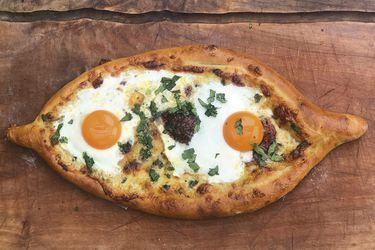 Sábado de niños: Otras cosas entretenidas para hacer con masa de pizza, como pizzetas, palitos de queso y khachapuri