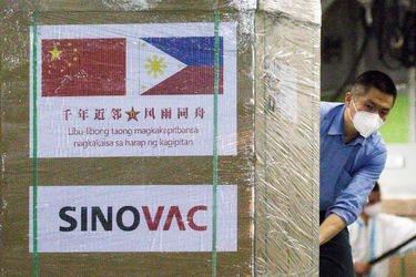 Director del ISP insiste en que vacuna Sinovac es eficaz y plantea que está en estudio su reforzamiento