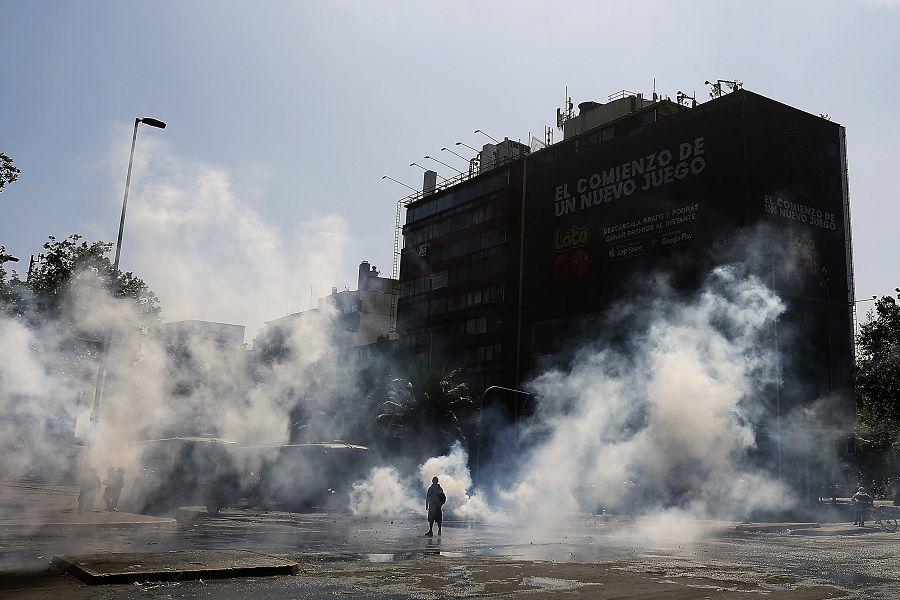 Disturbios se genera en Plaza Italia