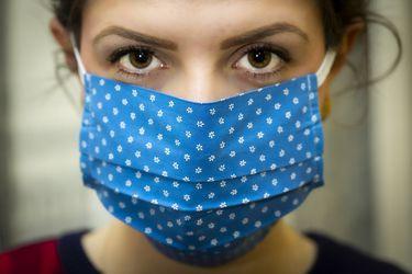 Estudio determina que las mujeres sufren más secuelas con el Covid-19 que los hombres
