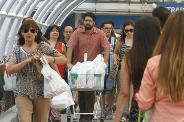 Ventas online del comercio minorista más que se duplican pero las de tiendas físicas se desploman en medio de la cuarentena