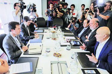 Gobierno llega a acuerdo con retail financiero, cajas y cooperativas para enfrentar endeudamiento