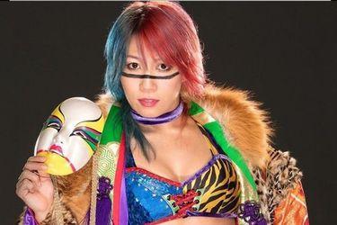 Asuka ahora es también una youtuber gamer