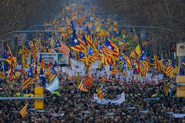 Miles de catalanes salen a las calles para protestar contra el juicio a líderes secesionistas