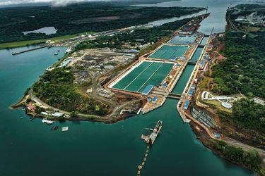 Canal de Panamá, amenazado por el cambio climático, busca agua para garantizar su operación