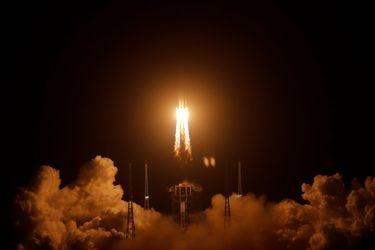 China lanza nueva misión a la Luna y se convierte en el único país en llegar al satélite en 40 años: ¿está ganando la nueva carrera espacial?