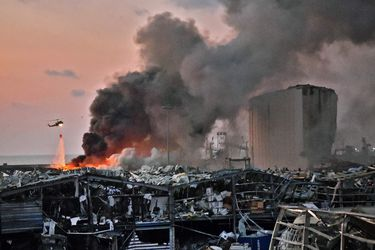 """Gobernador de Beirut dice que explosiones en puerto dejaron un """"desastre parecido al de Hiroshima"""""""