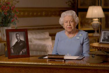 Palacio de Buckingham informó que Reina Isabel pasó una noche en hospital