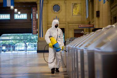 Reino Unido registra más de 58 mil fallecidos por Covid-19 y Grecia toma nuevas restricciones