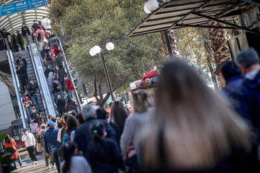Ad portas del Día de la Madre: largas filas se registran en los accesos al Costanera Center