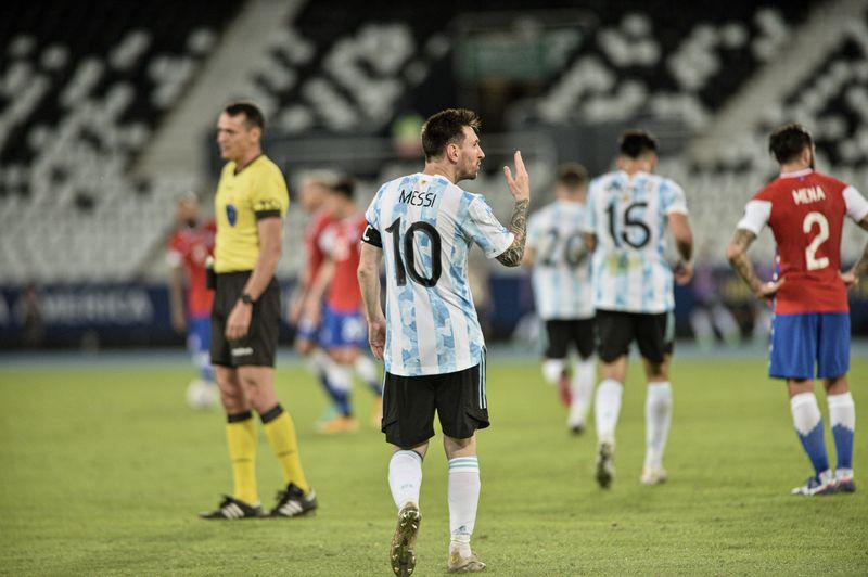 Escena de Lionel Messi durante el partido ante Chile.