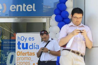 Entel reduce sus utilidades en 99,6% durante el primer semestre, pero aumenta ingresos y base de clientes en Perú