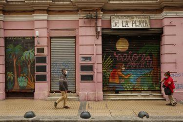 """El """"verdadero brote"""" de Valparaíso: 100 días confinados los fines de semana, cuarentena por un mes... y contagios suben 80%"""