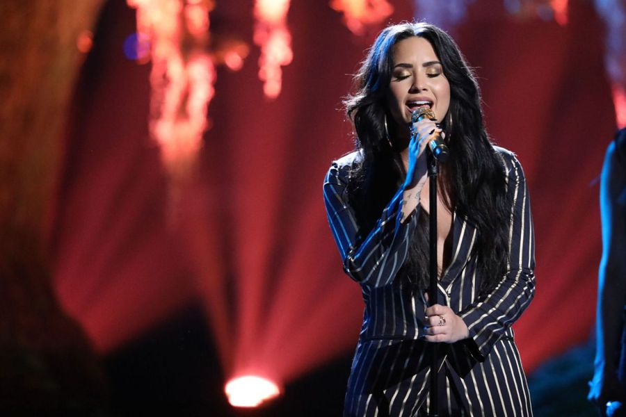 demi-lovato-performs-at-the-voice-live-finale-12-19-2017-4