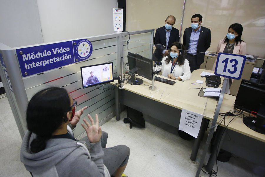 "Esta mañana autoridades destacaron el cambio legal que establece la lengua de señas como ""lengua oficial de las personas sordas""."