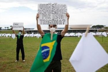 Brasil registra 12.969 nuevos casos y otras 390 muertes por pandemia de Covid-19