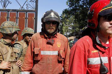 LOLOL Paul Vasquez junto a su compañia ayuda en el combate de incendio