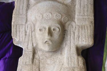 Hallan escultura femenina prehispánica única en su tipo