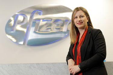 """Marta Diez, gerenta general de Pfizer Chile: """"Vacuna se está produciendo antes de su aprobación para cumplir con las entregas"""""""