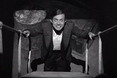 Chris McKay negocia para dirigir la película centrada en Renfield, el secuaz de Drácula