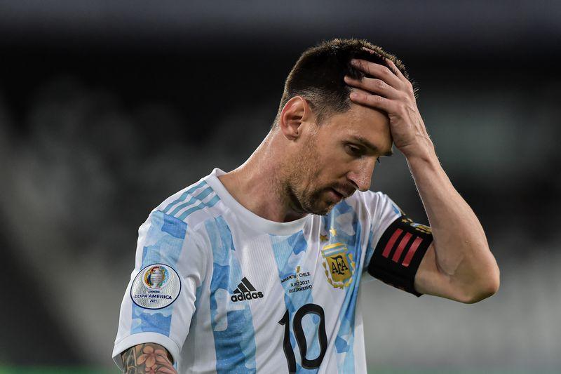 Lionel Messi lamenta el empate contra Chile.
