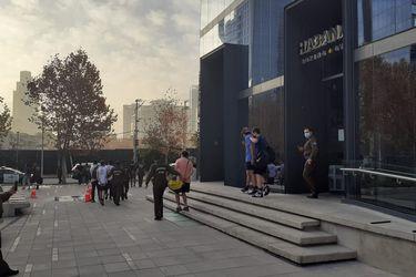 Diez detenidos por realizar actividad deportiva al interior de gimnasio en Las Condes