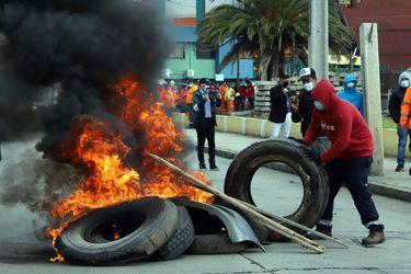 Al menos 9 detenidos deja segunda noche de barricadas y cacerolazos en Santiago y regiones tras requerimiento del gobierno al TC por tercer retiro del 10%