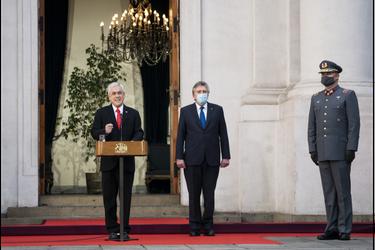 """Piñera llama a """"mejorar la calidad de la política"""" y a actuar con """"responsabilidad"""" a la hora de buscar soluciones"""