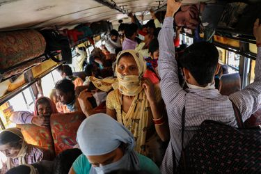 """El """"súper propagador"""" que desató una cuarentena para 40 mil personas en India"""