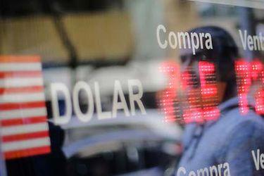 Dólar extendió su alza presionado por aumento global de la divisa e incertidumbre ante retiros de AFP
