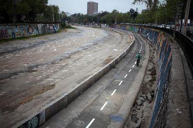 Reabren ciclovía en la ribera del Río Mapocho que conecta Providencia y Santiago