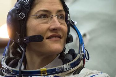 Astronauta regresa a la Tierra tras batir récord femenino de permanencia en el espacio